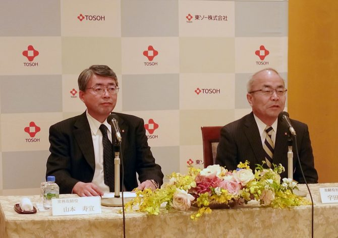 会見する山本新社長(左)と宇田川社長