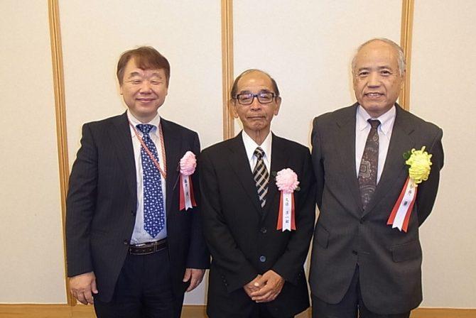 受賞した(左から)藤井、久保、今井の3氏